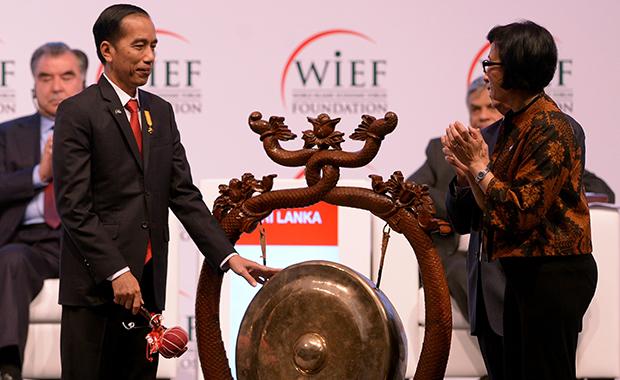 Joko Widodo and Sri Mulyani.
